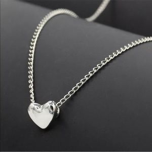 Jewelry - 🎉 BLACK FRIDAY SALE!! 🎉Silver Heart Necklace